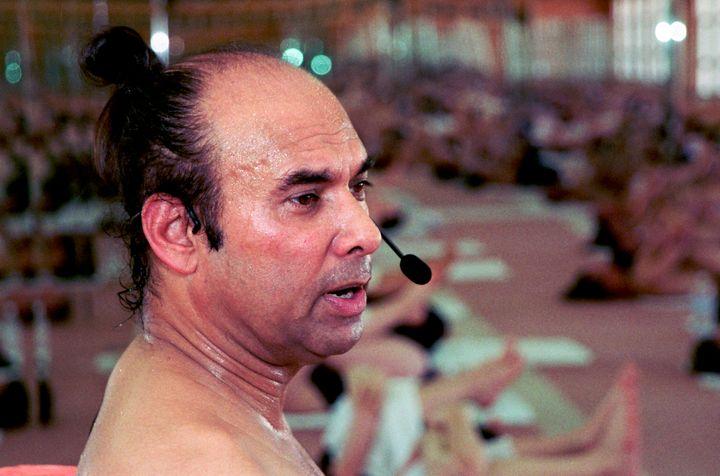 Bikram teaching a yoga class in Beverly Hills in 2000.