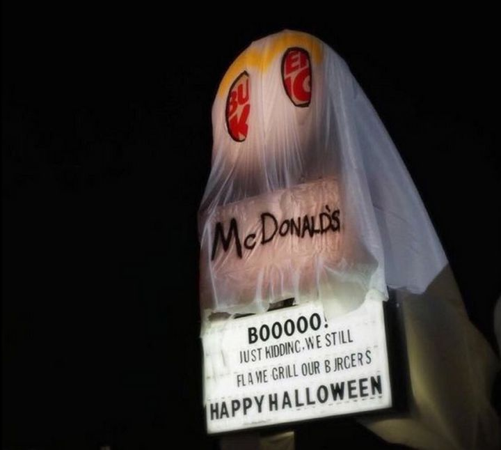 Burger King Dressed Up As Ghost Of McDonald's For Halloween | HuffPost
