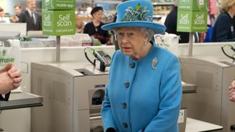 Britain's Queen Elizabeth II goes through the check-out during a visit to a Waitrose supermarket in the town of Poundbury, southwest England, on October 27, 2016. The Queen and The Duke of Edinburgh, accompanied by The Prince of Wales and The Duchess of Cornwall, visited Poundbury. Poundbury is an experimental new town on the outskirts of Dorchester in southwest England designed by Leon Krier with traditional urban principles championed by The Prince of Wales and built on land owned by the Duchy of Cornwall. / AFP / POOL / JUSTIN TALLIS        (Photo credit should read JUSTIN TALLIS/AFP/Getty Images)