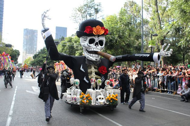 Mexico City Stages James Bond-Inspired Day Of The Dead