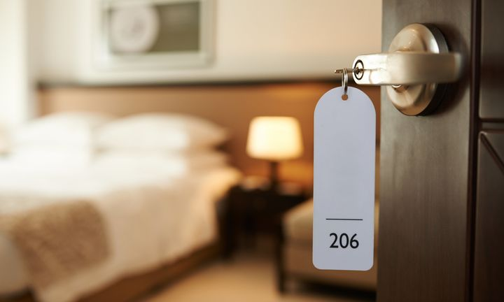 7 Brilliant Hotel Room Hacks That Ll Make Anywhere Feel Like Home Huffpost Life