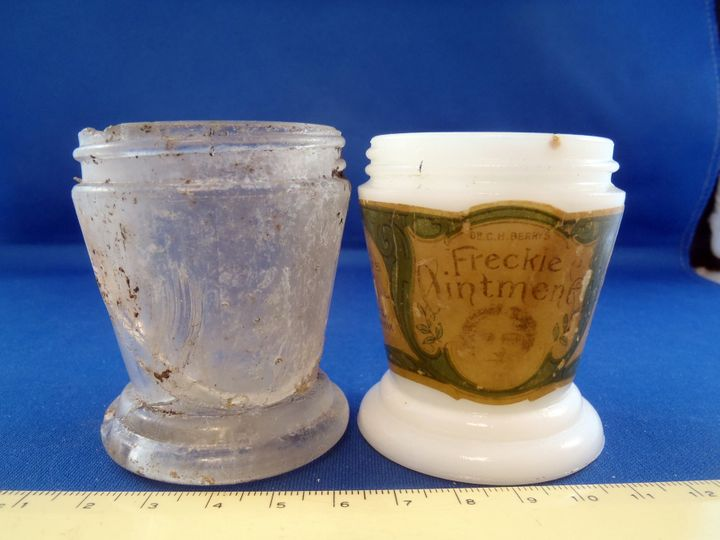 This jar on the left was found on Nikumaroro island. It is extremely similar to a product used in the 1930s to prevent freckl