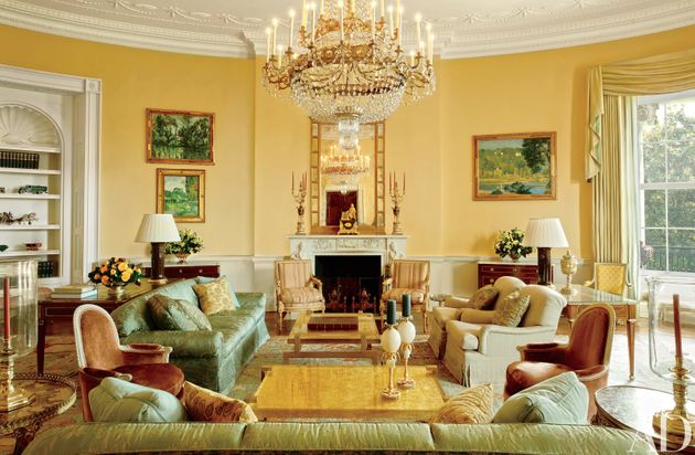of course the obamas white house decor is as cool as they