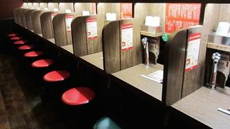 Flavor concentration booths for slurping noodles in solitude