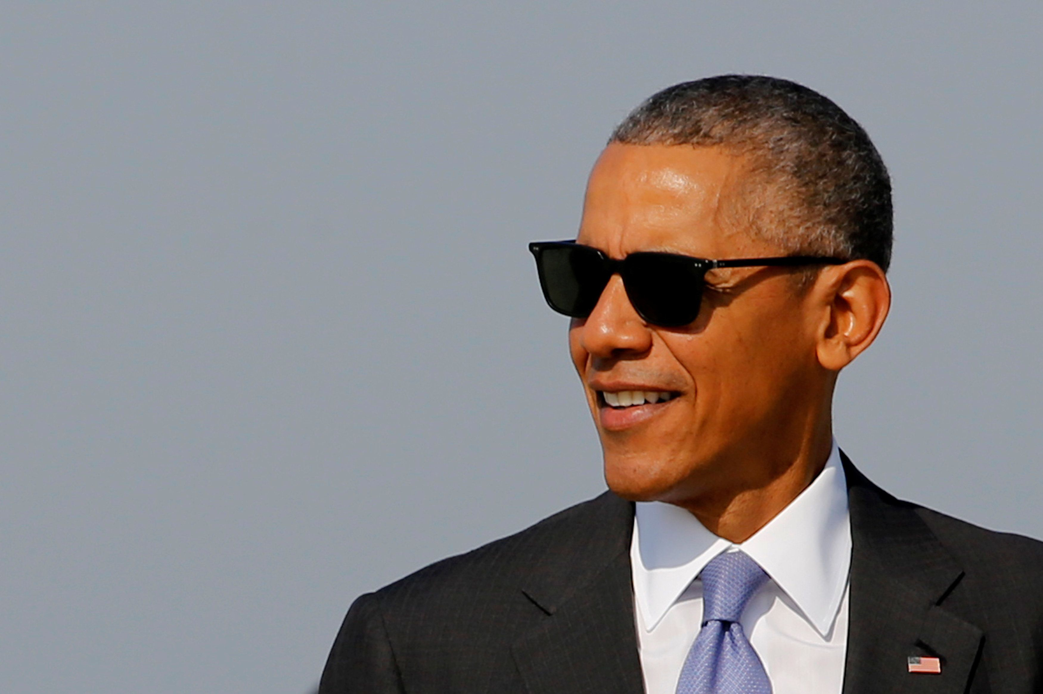 U.S. President Barack Obama arrives to board Air Force One for travel to North Carolina from Joint Base Andrews, Maryland, U.S. November 2, 2016. REUTERS/Jonathan Ernst