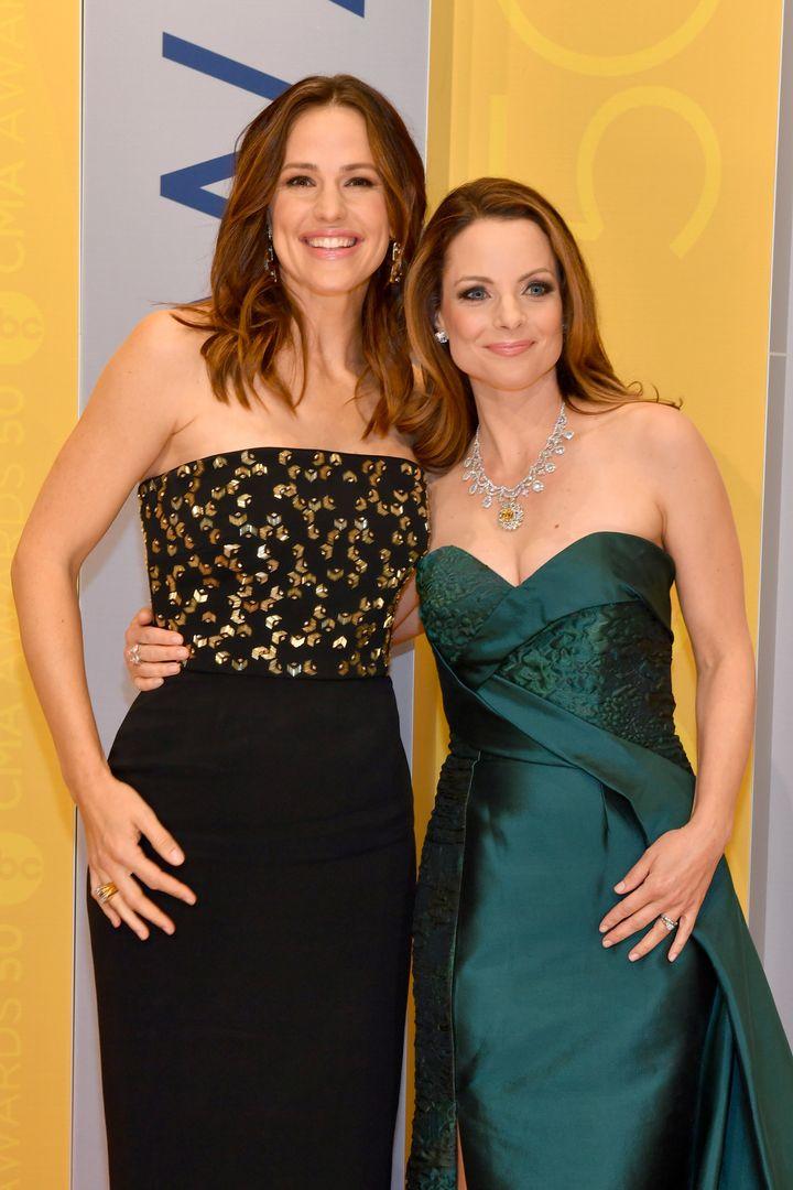 Jen and Kimberly Williams-Paisley.