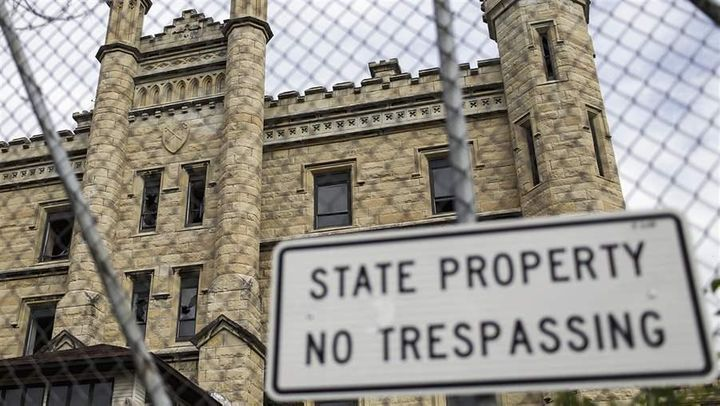 The Joliet Correctional Center has been falling into disrepair since 2002, when Illinois shut it down. While many state priso
