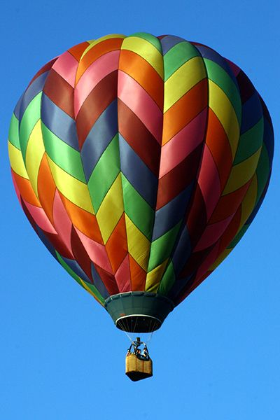 <strong>Hot Air Balloon over Letchworth State Park in Finger Lakes, New York: </strong>Fly away in matrimonial bliss with thi