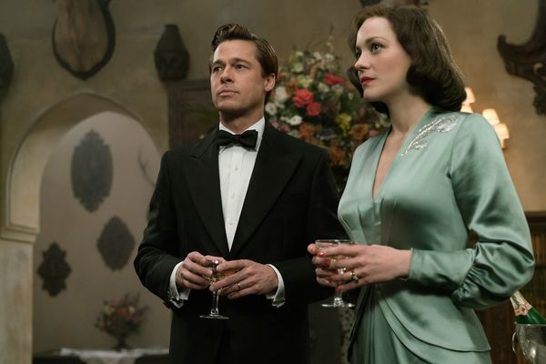 """""""Allied"""" reviews are embargoed until next week, but the early buzz is tepid.Could the frenzy surrounding Brad Pitt's di"""