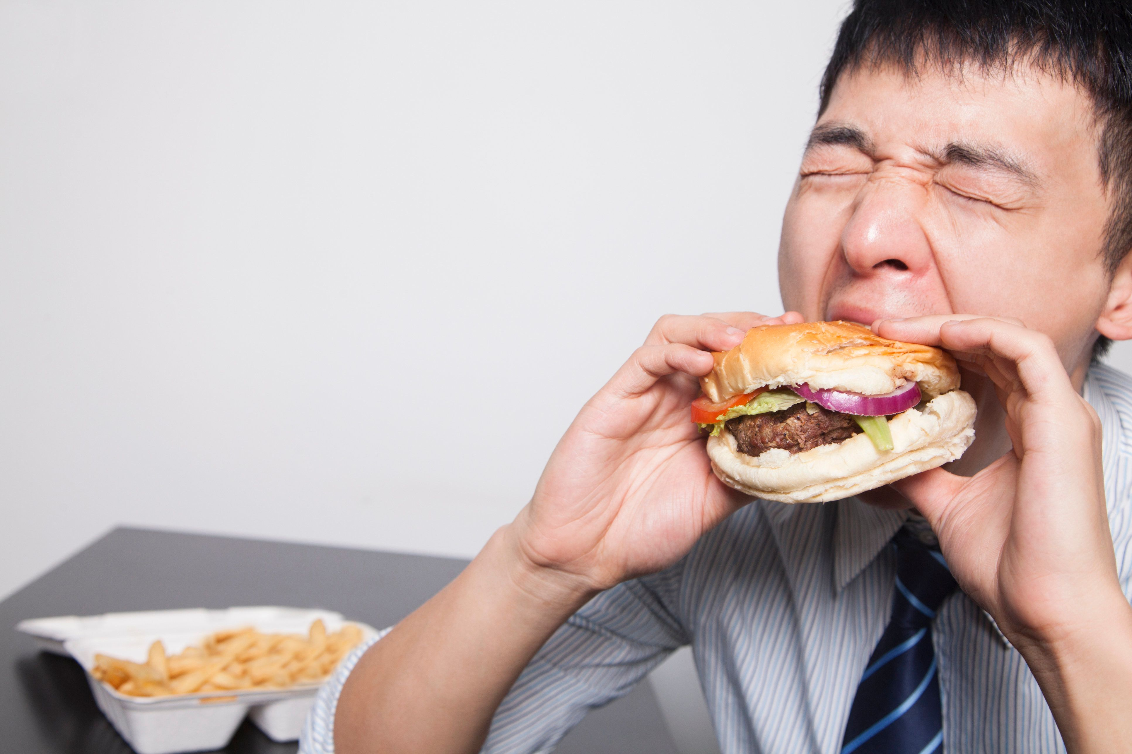 Being Overtired Is An Easy Way To Eat 400 More Calories A