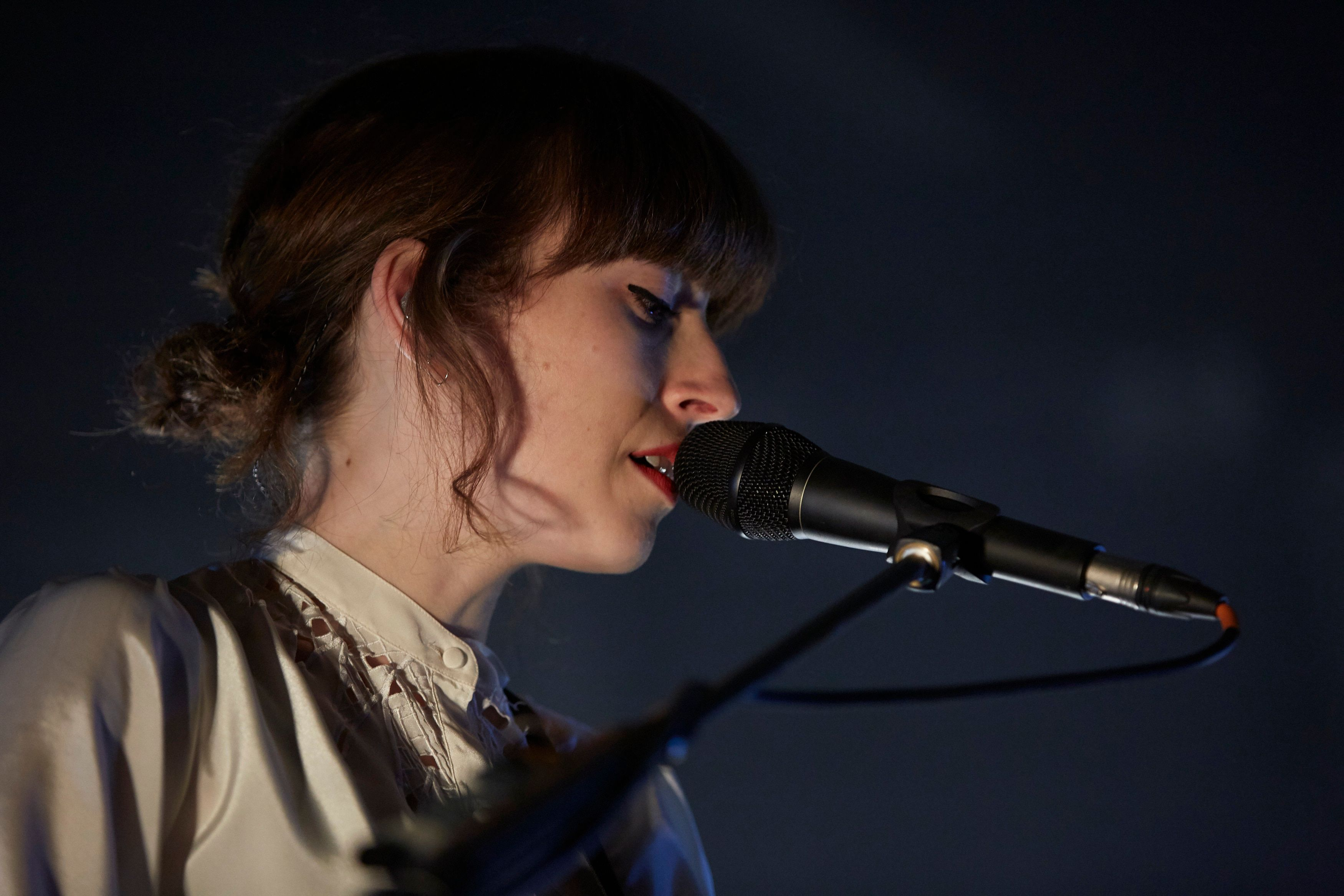 BERLIN, GERMANY - OCTOBER 14: Elena Tonra of Daughter performs at Columbiahalle on October 14, 2016 in Berlin, Germany. (Photo by Sebastian Reuter/Redferns)