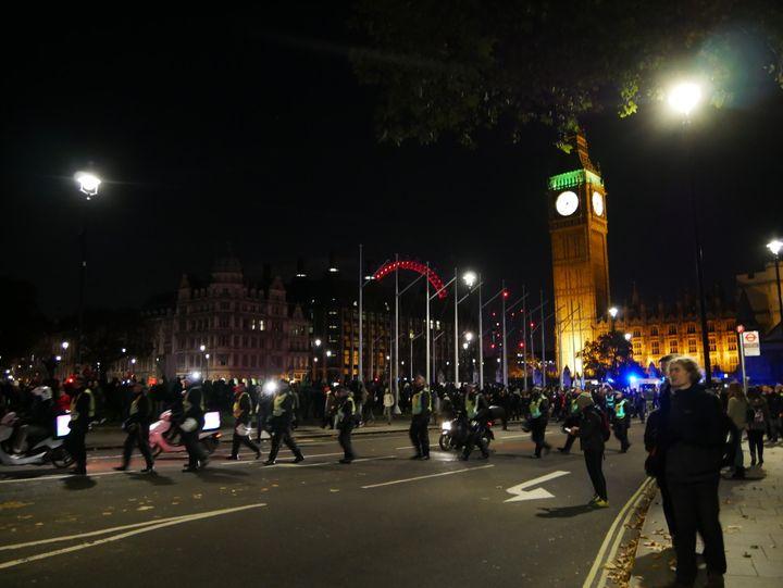 Police begin to form a circle around protestors.