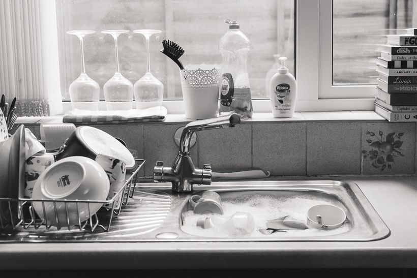 Off-camera, something's got to give, and for Anna, it's the dishes.