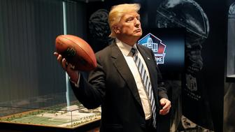 Republican presidential nominee Donald Trump tours the Pro Football Hall of Fame in Canton, Ohio, U.S., September 14, 2016.  REUTERS/Mike Segar