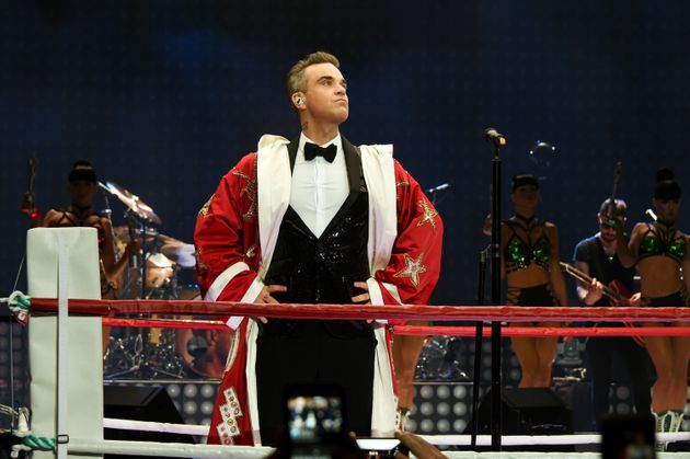 Although it was in intimate show, Robbie's performance was suitably