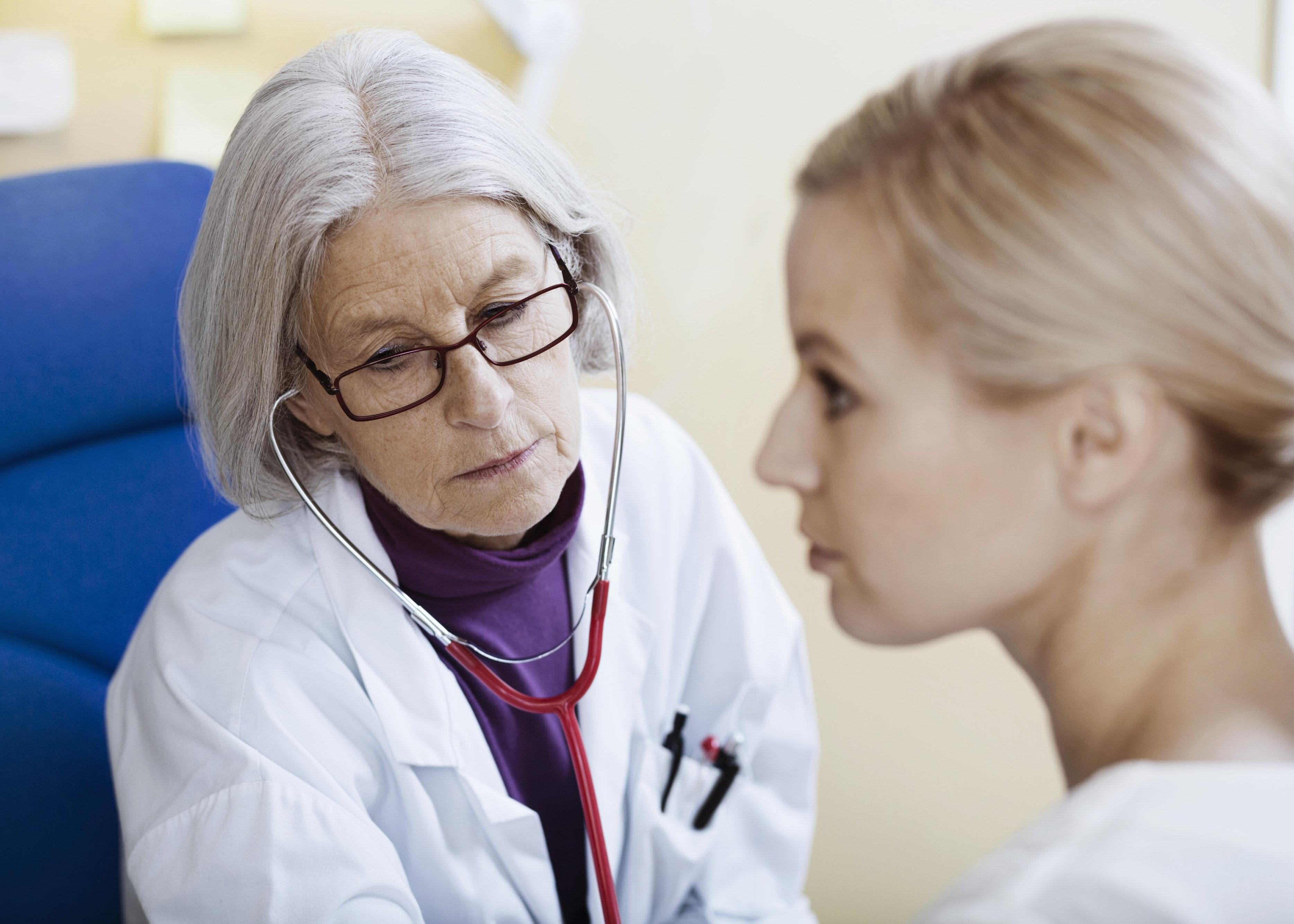 Por que nódulos não são o único sintoma do câncer de mama, segundo esta