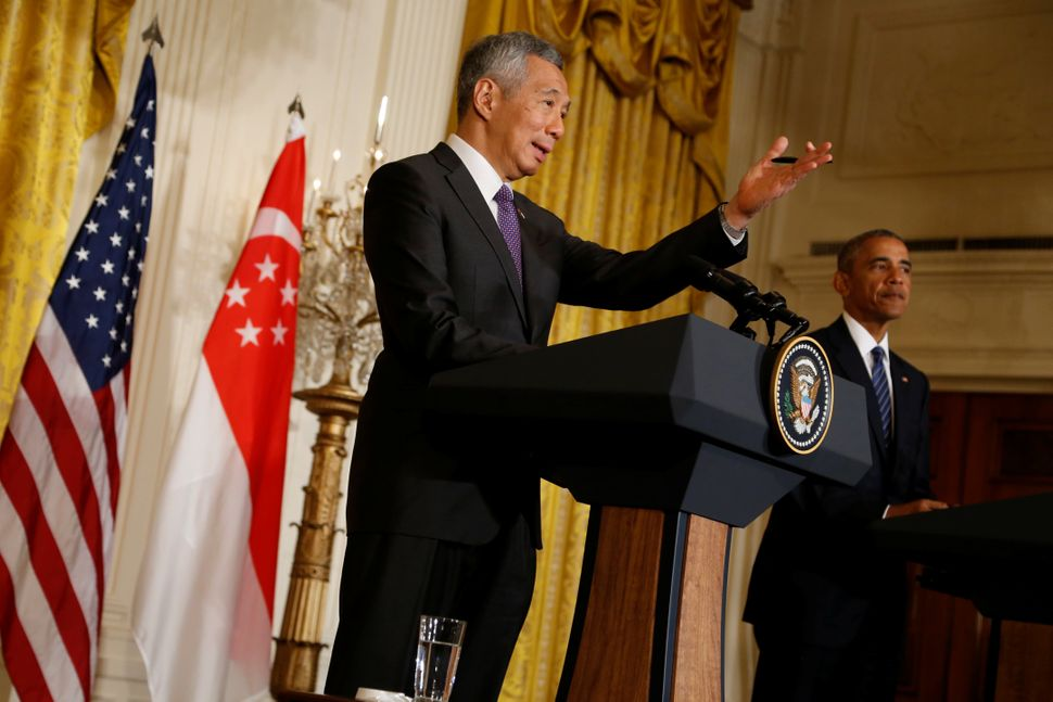 Singapore's Prime Minister Lee Hsien Loong, left, and U.S. President Barack Obama at the White House in Washington, D.C.,&nbs