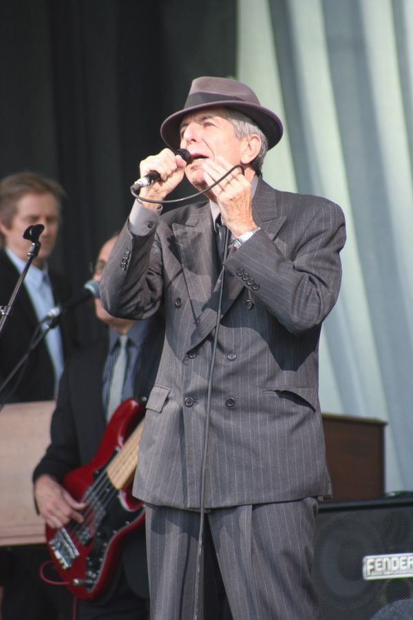 UNITED KINGDOM - JUNE 29:  GLASTONBURY FESTIVAL  Photo of Leonard COHEN, Leonard Cohen performing on the Pyramid stage  (Phot