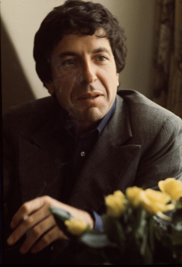 Canadian singer-songwriter Leonard Cohen, London, June 1974. (Photo by Michael Putland/Getty Images)