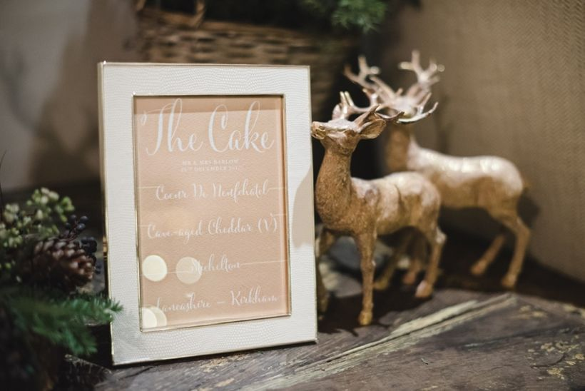 "<a href=""http://www.stylemepretty.com/destination-weddings/2016/06/23/this-christmas-affair-is-what-winter-dreams-are-made-of"