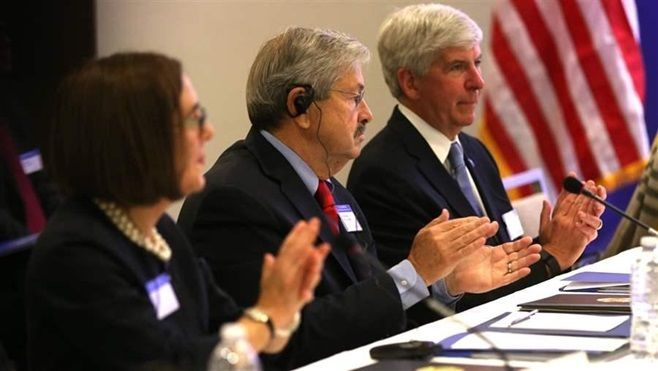 Oregon Gov. Kate Brown, Iowa Gov. Terry Branstad and Michigan Gov. Rick Snyder listen to a presentation by Chinese President