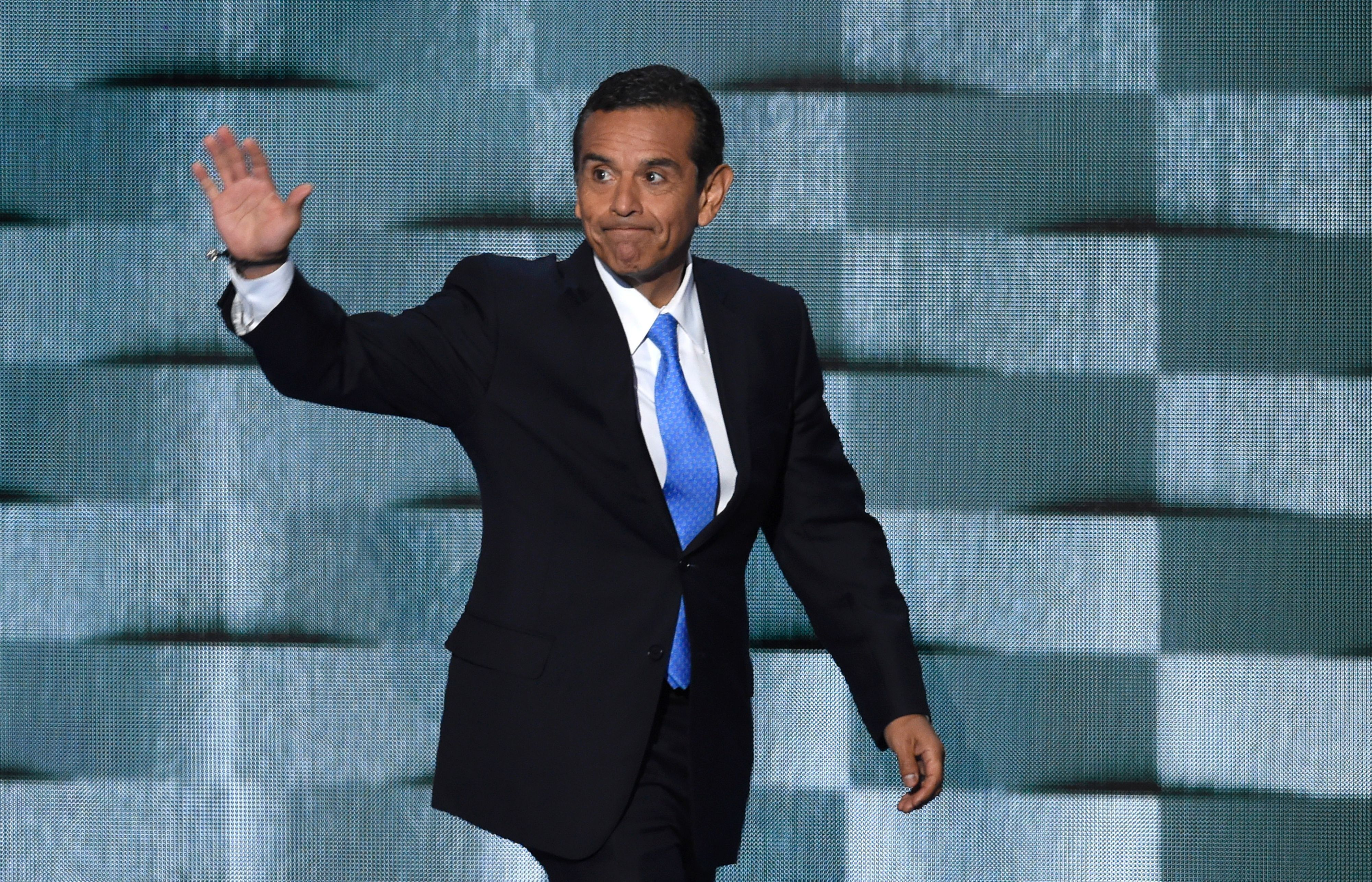 Former Mayor of Los Angeles Antonio Villaraigosa arrives to speak during the final day of the 2016 Democratic National Convention on July 28, 2016, at the Wells Fargo Center in Philadelphia, Pennsylvania. / AFP / SAUL LOEB        (Photo credit should read SAUL LOEB/AFP/Getty Images)