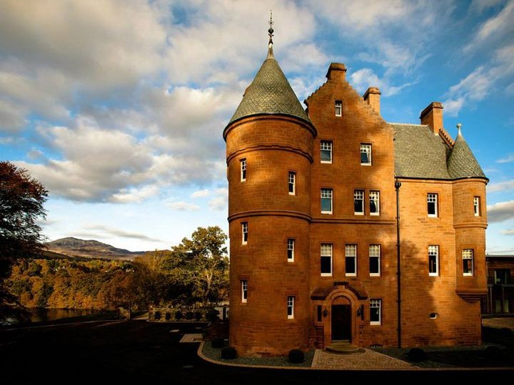 The best scottish castles you can stay in huffpost for Stay in a haunted castle in scotland