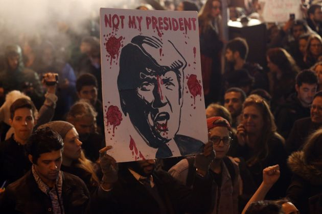 New York:Protestors gather outside Trump