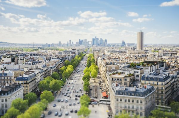 """In the French lexicon, a <i>flâneur</i> issomeone who likes to <a href=""""http://www.huffingtonpost.com/entry/9-qui"""