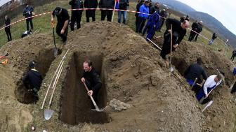 Gravediggers compete during a grave digging championship in Trencin, Slovakia, November 10, 2016, where eleven pairs of gravediggers are competing in digging based on accuracy, speed, and aesthetic quality. Picture taken November 10, 2016.   REUTERS/Radovan Stoklasa