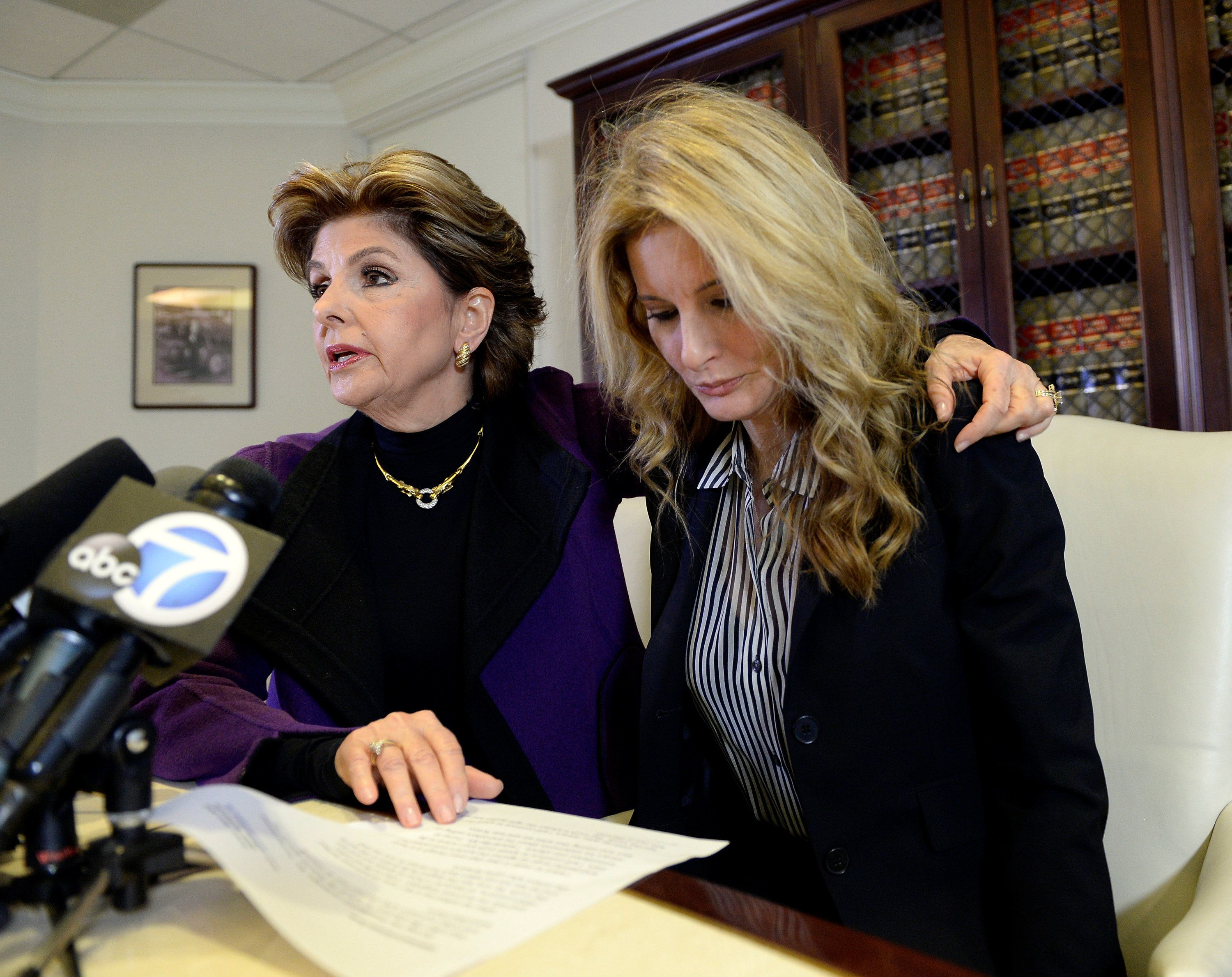 Summer Zervos (R) speaks to reporters about allegations of sexual misconduct against Donald Trump, alongside lawyer Gloria Allred, during a news conference in Los Angeles, California, U.S. November 11, 2016. REUTERS/Kevork Djansezian