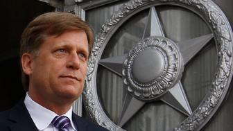 U.S. Ambassador Michael McFaul walks outside as he leaves the Russian Foreign Ministry headquarters in Moscow, May 15, 2013. The Kremlin said on Wednesday a spy dispute could impede efforts to improve ties with the United States, but did not threaten any more action after the expulsion of a diplomat accused of trying to recruit a Russian agent. President Vladimir Putin's spokesman Dmitry Peskov made his first comments on the case as U.S. Ambassador Michael McFaul discussed it with the Russian Foreign Ministry. McFaul, who was summoned on Tuesday, made no comment as he left the meeting. REUTERS/Maxim Shemetov (RUSSIA - Tags: POLITICS CRIME LAW TPX IMAGES OF THE DAY)
