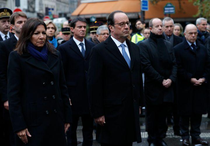 French President Francois Hollande and Paris Mayor Anne Hidalgo unveil a commemorative plaque next to the A La Bonne Biere ca