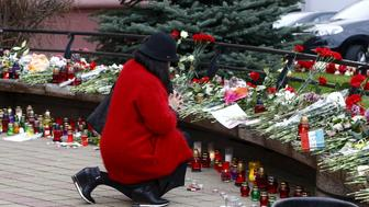 A woman prays to commemorate victims of the Paris attacks, in front of the French embassy in Minsk, Belarus November 16, 2015.  REUTERS/Vasily Fedosenko