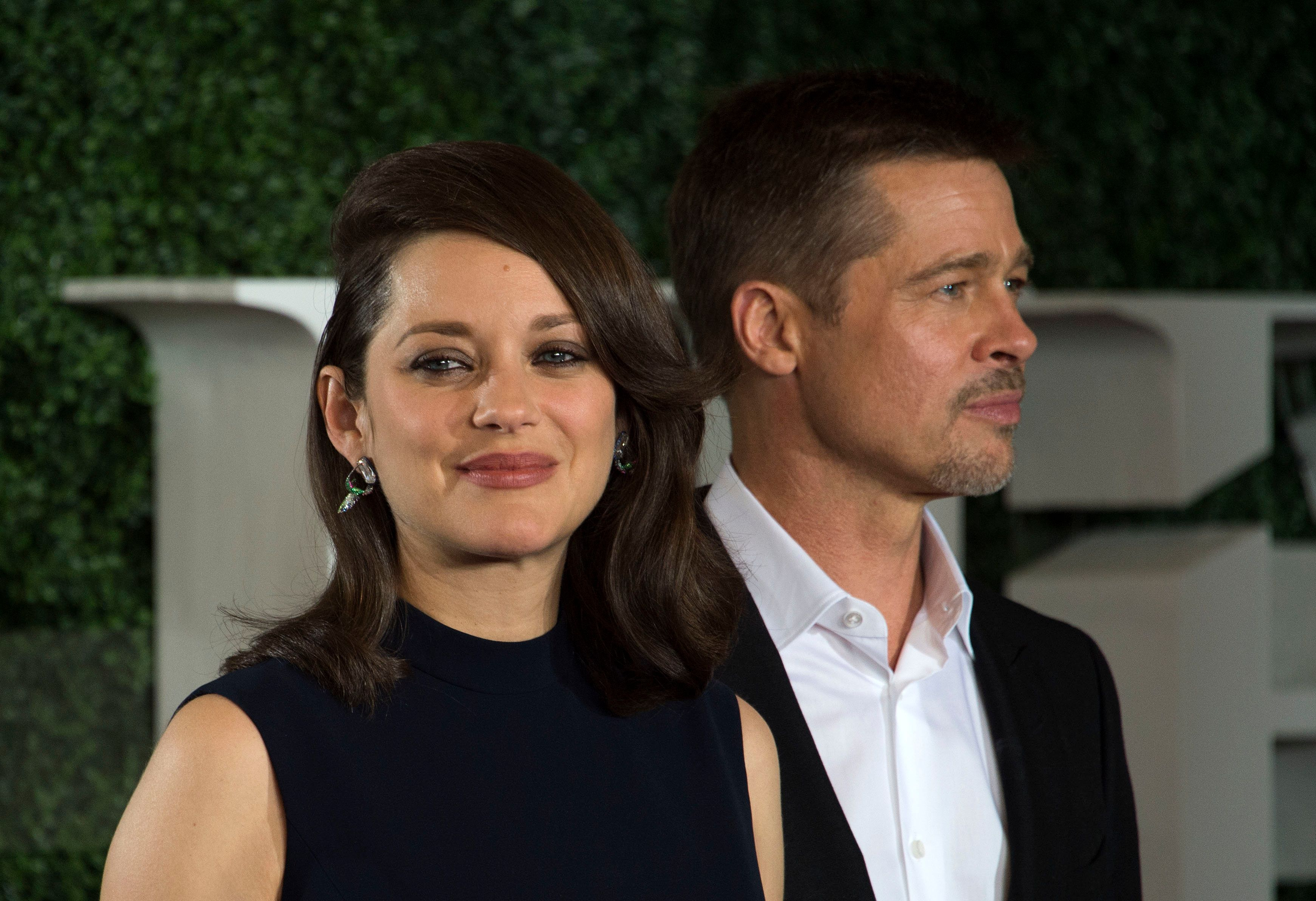 Actors Marion Cotillard (L) and Brad Pitt attend The 'Allied' Fan Event Presented by Paramount Pictures, in Westwood, California, on November 9, 2016. / AFP / VALERIE MACON        (Photo credit should read VALERIE MACON/AFP/Getty Images)