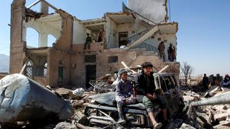 Children sit amidst the rubble of a house hit by Saudi-led coalition air strikes two days earlier on the outskirts of the Yemeni capital Sanaa on November 14, 2016. / AFP / MOHAMMED HUWAIS        (Photo credit should read MOHAMMED HUWAIS/AFP/Getty Images)