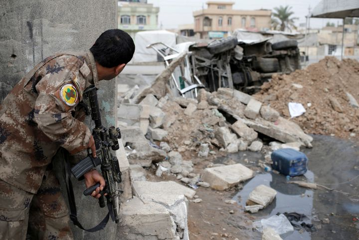 An Iraqi special forces soldier looks at a part of Mosul controlled by Islamic State fighters in Iraq, November 15, 2016.
