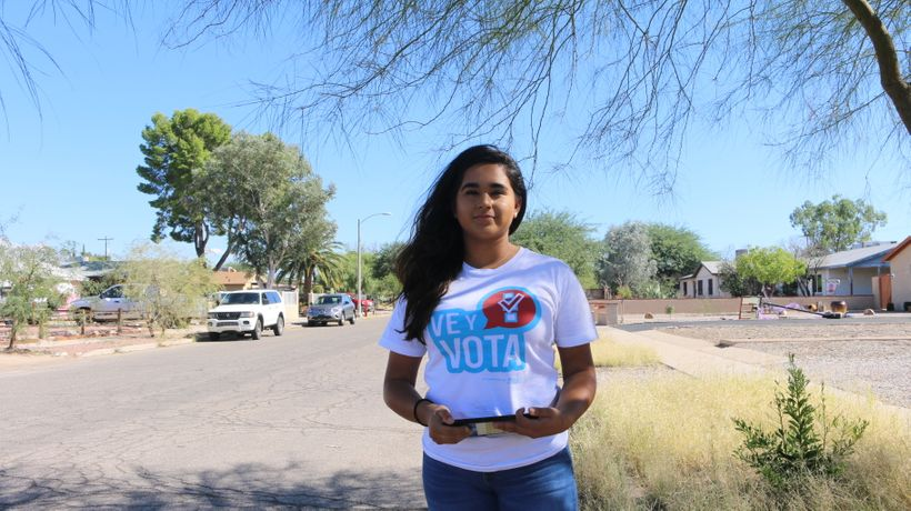 NALEO canvasser, Ariadna Navarro in Tucson, AZ volunteering for GOTV efforts.