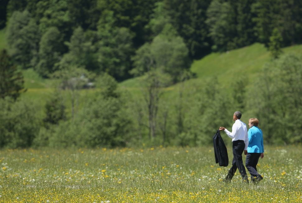 Obama and Merkel stroll outside at the summit of G7 nations at Schloss Elmau on June 7, 2015, near Garmisch-Partenkirchen, Ge