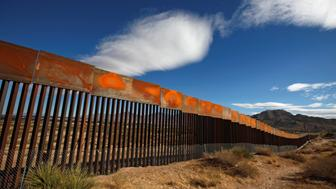 A general view shows a newly built section of the U.S.-Mexico border wall at Sunland Park, U.S. opposite the Mexican border city of Ciudad Juarez, Mexico, November 9, 2016. Picture taken from the Mexico side of the U.S.-Mexico border. REUTERS/Jose Luis Gonzalez      TPX IMAGES OF THE DAY