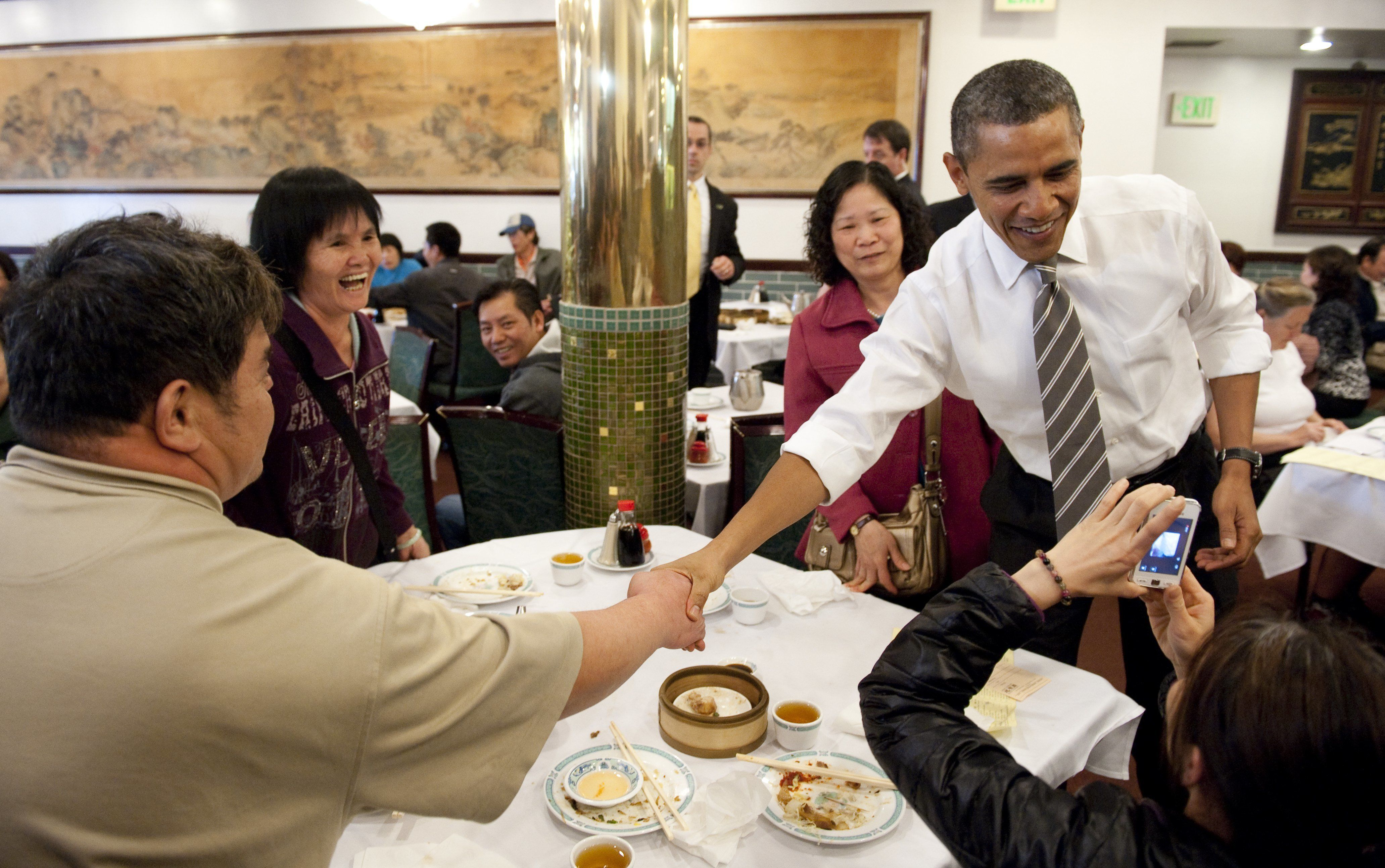 US President Barack Obama greets patrons during a surpise visit to Great Eastern Restaurant for dim sum in San Francisco's Chinatown on February 16, 2012.     AFP PHOTO/Saul LOEB (Photo credit should read SAUL LOEB/AFP/Getty Images)