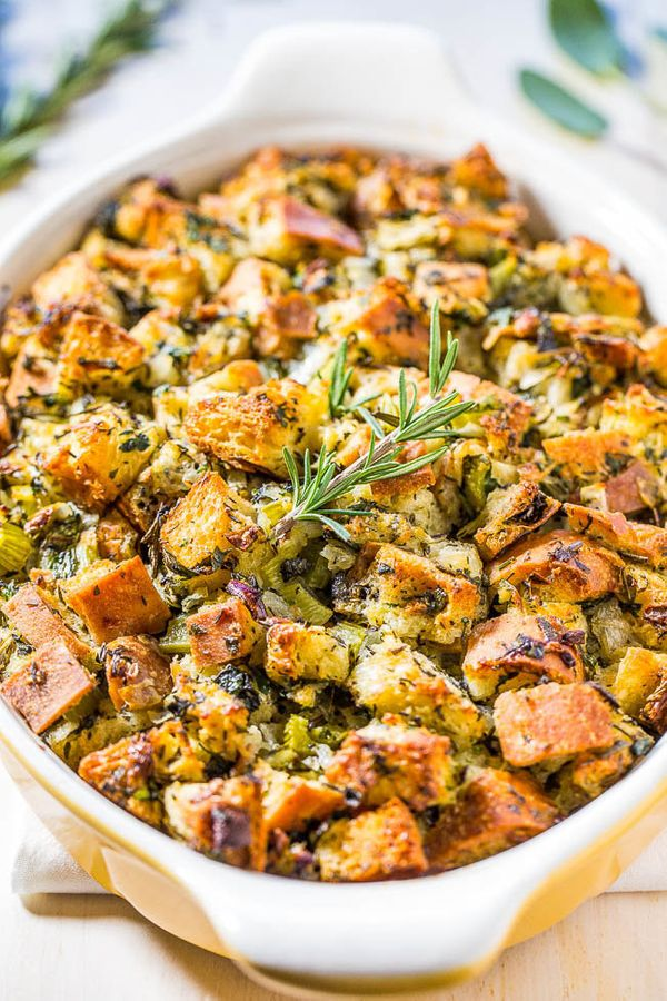"<strong>Get the <a href=""http://www.averiecooks.com/2015/11/classic-traditional-thanksgiving-stuffing.html"" target=""_blank"">C"