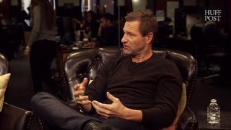 Aaron Eckhart discusses how The Dark Knight mirrors much of the unrest that has erupted since Donald Trump won the election