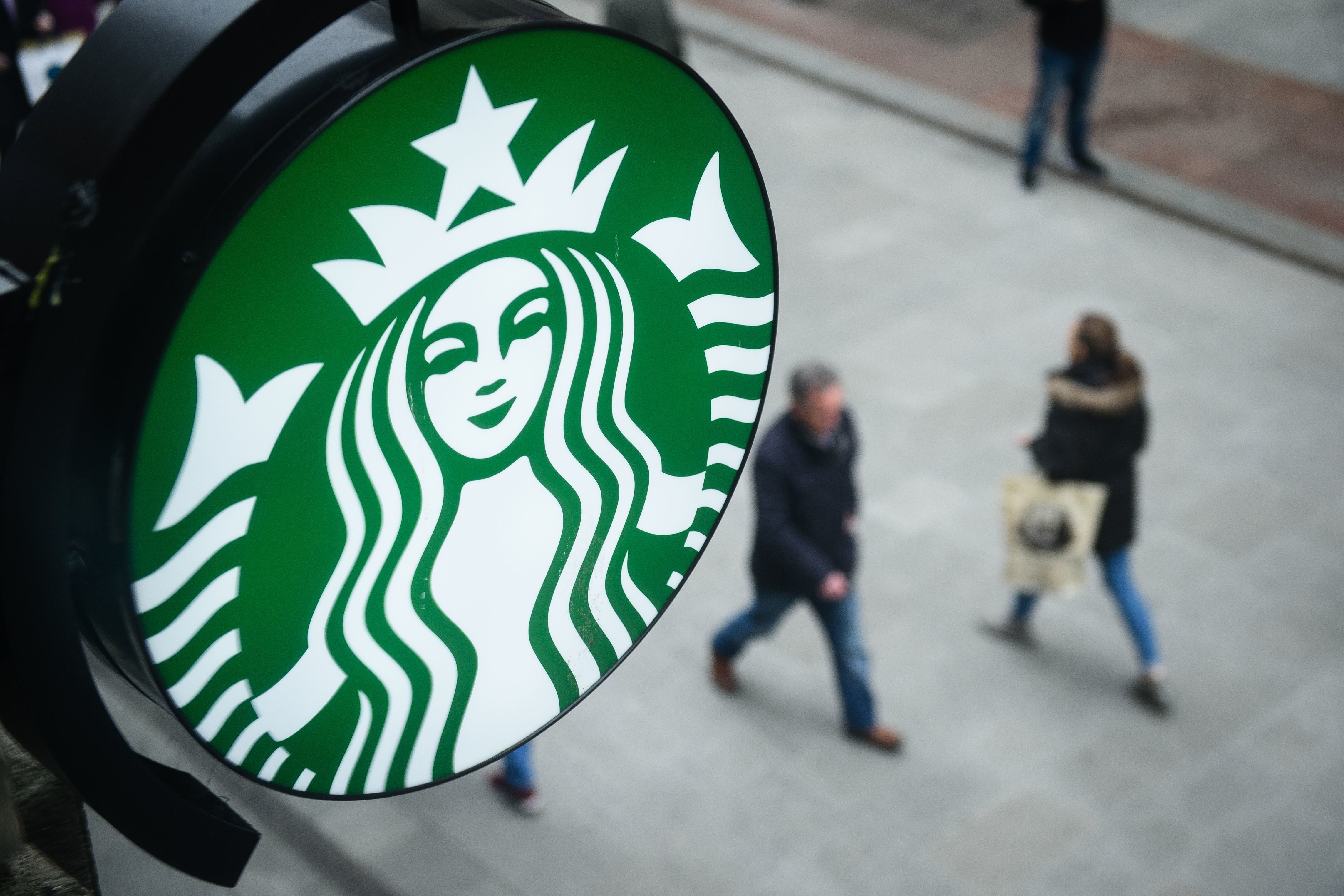 The Starbucks logo is pictured outside a branch of the coffee shop chain in Dublin, Ireland, on February 25, 2016. / AFP / LEON NEAL        (Photo credit should read LEON NEAL/AFP/Getty Images)