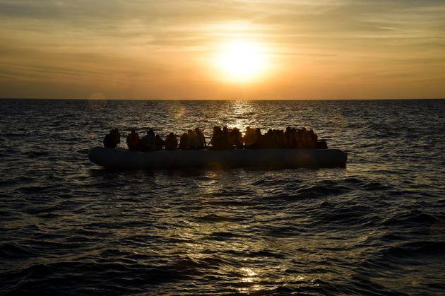 地中海で溺死した難民、2016年は4500人を超え過去最悪に「密航業者は荒天でもむりやり出航させる」