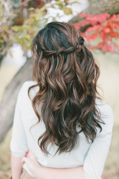 <p>A subtle waterfall twist is a beautiful addition to long, loose waves.</p>