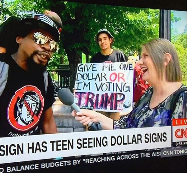 Screenshot of CNN video that aired August 3 showing NoTrump16 T-shirts worn by Columbus Circle hustlers.