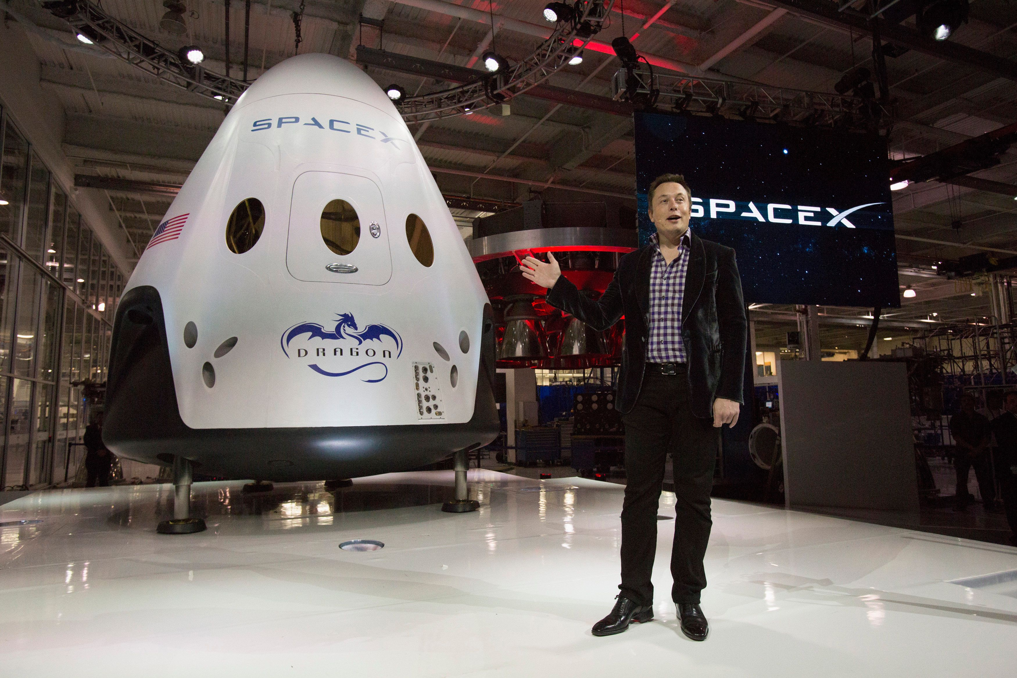 SpaceX CEO Elon Musk speaks after unveiling the Dragon V2 spacecraft in Hawthorne, California May 29, 2014. Space Exploration Technologies, or SpaceX, on Thursday unveiled an upgraded passenger version of the Dragon cargo ship NASA buys for resupply runs to the International Space Station. REUTERS/Mario Anzuoni  (UNITED STATES - Tags: POLITICS TRANSPORT SCIENCE TECHNOLOGY SOCIETY)