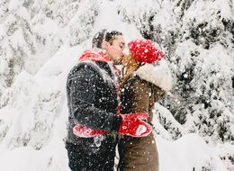 23 Snowy Engagement Photos To Warm The Iciest Of Hearts