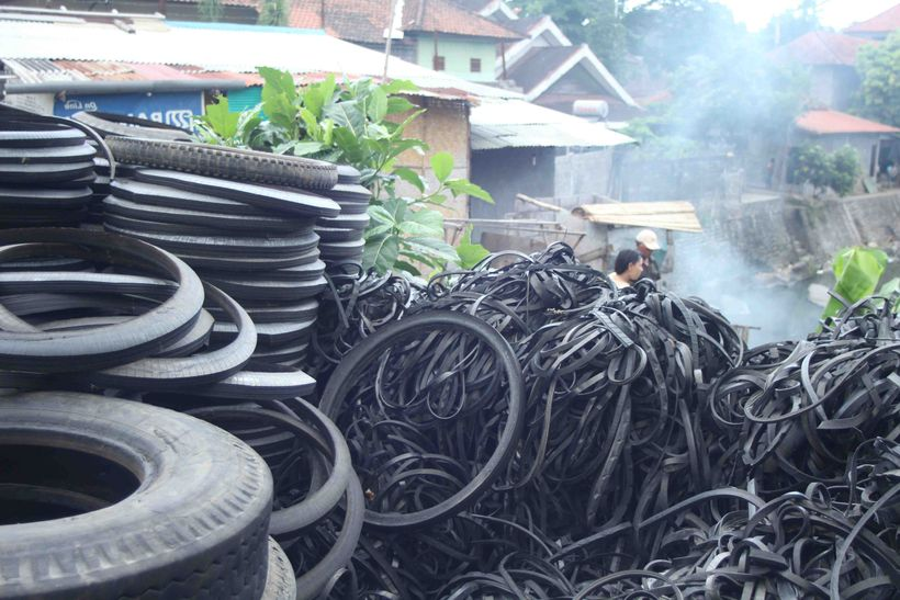 One billion non-biodegradable tires are discarded globally every year.